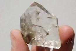 Quartz Avec Inclusions De Rutile Argenté (2) - Minerals