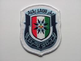 Ecusson Police Des Maldives - Escudos En Tela