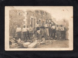 Carte Photo  A Identifier  Groupe D' Ouvriers Maçonnerie   Année 1918  BRETAGNE   état Carte Correct - Craft