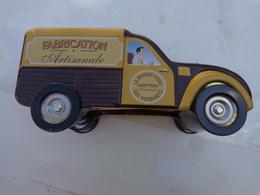 Lot De 4   Tirelires Radio-pomme-canard-ruche -voiture Citroen Etc.. Ancienne Pour Certaines - Arte Popular