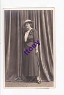 Cp : Une Photo Carte   Silhouette  De Femme Carte Non Circulée - Silhouettes