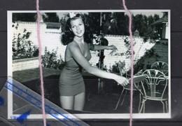 JEUNES FEMMES JOUENT AU TENNIS DE TABLE  Ping Pong Babe Femme  Pin-up - Sports