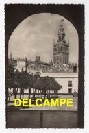 DF / ESPAGNE / ANDALUCIA - ANDALOUSIE / SEVILLA - SEVILLE / PATIO DE BANDERAS Y LA GIRALDA - Sevilla