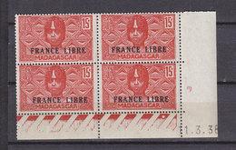 MADAGASCAR 235 FRANCE LIBRE  BLOC DE 4 COIN DATE GOMME COLONIALE - Madagascar (1889-1960)
