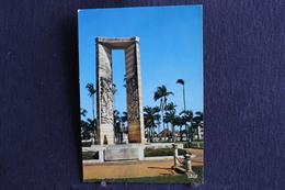 E-177 /  Guyane Francaise Cayenne Place Des Palmistes La Statue De Felix Eboue Gouverneur General  / Circule - Cayenne