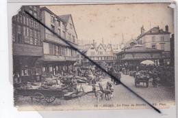 Reims (51) Place Du Marché. (importante Animation - Carte En Mauvais état ,vente Dans L'état) - Reims