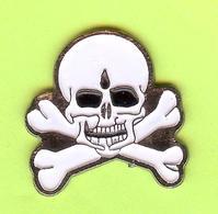 Pin's Crâne Os Croisés - 9DD06 - Non Classés