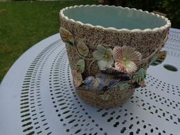 Cache Pot  En Barbotine Sur Fond Granité  Onnaing Wasmuel?decor Oiseau -hauteur  17cm - Porselein & Ceramiek