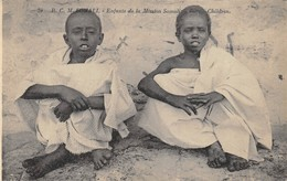 CPA SOMALIE  ENFANTS DE LA MISSION SOMALIENNE - Somalia