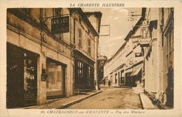 16 CHATEAUNEUF SUR CHARENTE - RUE DES MINIMES ( CARTE INEDITE SUR DELCAMPE !! - DEVANTURE TABAC ) - Chateauneuf Sur Charente