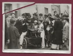 220520B - PHOTO De Presse H MANUEL 1932 PARIS 18ème Au Moulin De La Galette POULBOT Joueur Orgue De Barbarie - Arrondissement: 18