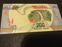 Madagascar P98 200 Ariary 2017 Unc. - Madagascar