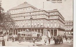 PARIS (75001). Théâtre Français. Place Animée. Attelages, Fiacres Omnibus Des Années 1920 - Transport Urbain En Surface