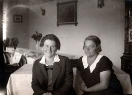 Photo Originale Portrait De Deux Femmes Aux Yeux Clairs Maria Kaiser & Achen Franck à L'été 1928 - Personnes Identifiées