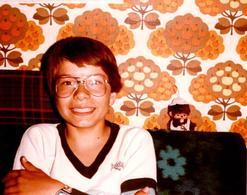 Photo Couleur Originale Jeu & Jouet - Jeune Garçon Aux Côté De KIKI De Tous Les Kiki En 1981 - Papier Peint Kitsch - Objets