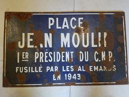 Plaque émaillée Place Jean Moulin 1er Président Du C.N.P. Fusillé Par Les Allemands En 1943 - 1939-45