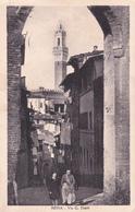 SIENA - ARCO DI S.GIUSEPPE E VIA DUPRE' - COPPIA CHE SI TIENE PER BRACCIO - 1941 - Siena