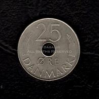 LOT090 - Denmark Danmark 25 Øre Coin Margrethe 1981 Monogram Round Hole Danish Crown Dansk Krone - Denmark