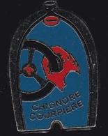 65212-Pin's-.Ecurie Automobile Chignore Courpiere à Courpière .signé Beraudy Vaure. - Rallye