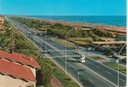 VITTORIA APUANA - LUNGOMARE E SPIAGGIA - AUTO D'EPOCA CARS VOITURES : FIAT 500 - 850 LEYLAND MINI - VIAGGIATA 1976 - Altre Città