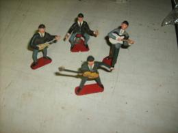 4 Figurines De Musiciens Style Beatles - Autres Collections