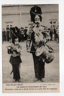 - CPA MILITAIRES - LE CONFLIT EUROPÉEN EN 1914 - Grenadier Russe De La Garde Dorée Et Le Petit Fifre Du Régiment - - War 1914-18