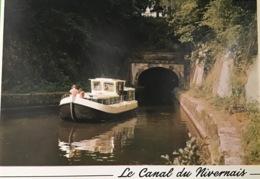 Canal Du Nivernais Penichette Sortant Du Tunnel De Port Brûlé - Houseboats