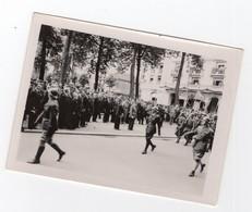 PHOTO DEFILE VICHY REVUE DU 14 JUILLET 1940 OFFICIERS SANS SABRE PETAIN DARLAN LAVAL WW2 - Guerre, Militaire