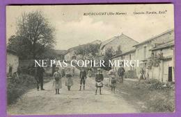 ROUECOURT - RARE - Enfants Et Villageois Au Milieu De La Rue - Proche Cerizieres ( Cerisieres ) Ambonville Flammerecourt - Autres Communes