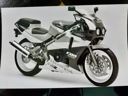 Photo PRESSE : MOTO _ HONDA CBR 400 _ VINTAGE - Cars