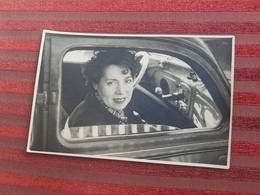 Photo Originale Femme A L Interieur D Une Voiture Automobile - Automobiles