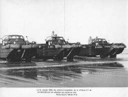 """MILITAIRE -2 PHOTOS -- """"Camions Amphibies De La 311ème C.T. De LA ROCHELLE -Année 1968- - Militaria"""