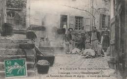 15 CHAUDES AIGUES   La Tuerie Des Cochons A La Fontaine - Otros Municipios