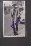 Une Photo -carte   Homme  Chapeau Imper   Photo Fox Davis Bale  Carte Non Circulée  En Bon état - Silhouettes