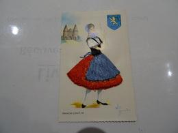 CPA Franche-Comté 12 Carte Illustrée Elsi Gumier Femme En Jupe Tablier Et Corsage Brodés Blason Porte De Besançon TBE - Embroidered