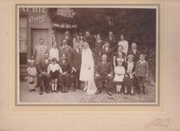 Grande PHOTO R.OZANGE  à PONT L'ÉVÊQUE Souvenir De Mariage Dans La Cour Du Photographe OZANGE - Pont-l'Evèque