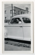 PHOTO ANCIENNE Portrait Homme Au Volant Automobile Auto Voiture Porte à Identidier Modèle Vers 1960 USA ? - Cars