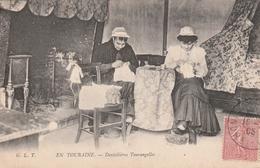 Rare Cpa En Touraine Les Dentellières Au Travail - Artigianato
