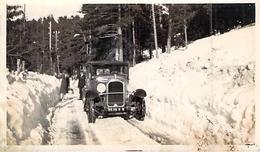 PHOTO ANCIENNE VOITURE A PEIRA CAVA DANS LA NEIGE IMMAT 8570 E 8 - Cars