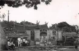 Vinh Long - Une Rue Animée Devant Une Pagode - Vietnam