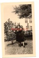Photo Femme Coiffe Jardin Rosier Exterieur Nature 11,5x7 Cm - Persone Anonimi