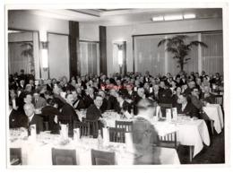 Photo Banquet Femme Homme Interieur Restaurant Table Costume Tibor Lefkovits 24,5x18 Cm - Personas Anónimos