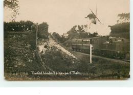 The Old Windmill & Newport Train (Moulin à Vent) - Angleterre