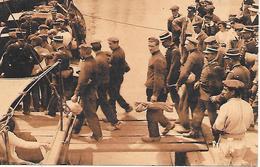 LA ROCHELLE ( 17 ) - Embarquement Des Forçats Pour Le Bagne De St Martin De Ré - Prison