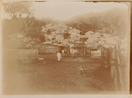 1902 Belle Photo De Madagascar Village Indigène D'ambanovo - Lieux