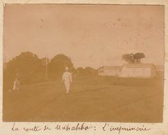 1902 Photo Entrée Du Village De Mahabibo Majunga Madagascar L'imprimerie - Bateaux