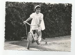 Photographie Fillette Tricycle Vélo 1961 Photo 7x9,8 Cm Env - Cyclisme