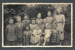 Les 10 Enfants D'une Famille Nombreuse Large Family Une Grossesse Par An Tous Sur Le Même Moule - PHOTO Carte - Groupes D'enfants & Familles