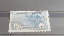LOT503500 TIMBRE DE FRANCE NEUF* N°155 PLI  HORIZONTAL - France