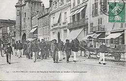 LA ROCHELLE ( 17 ) - Convoi De Forçats Et De Récidivistes Se Rendant à L'embarquement - Prison